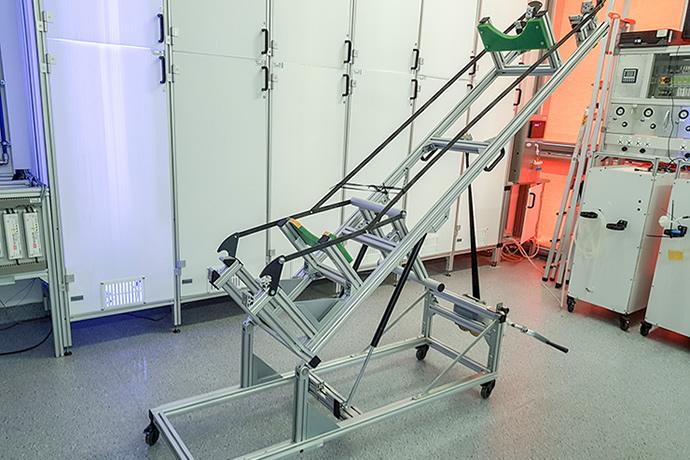 Life sciences – modular enclosures for cultivating algae